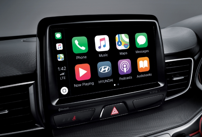 Apple CarPlay<sup>TM[P1]</sup> and Android<sup>TM</sup> Auto<sup>[P2]</sup> compatibility.