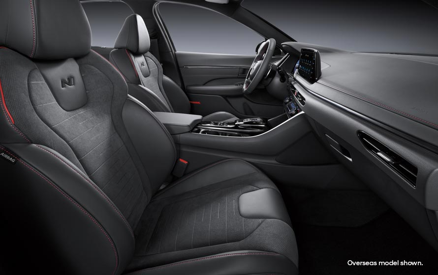 Suede and Nappa leather appointed<sup>[P4]</sup>seats