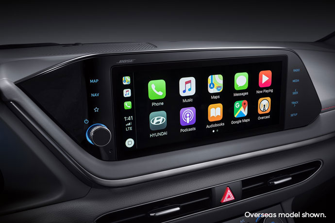 """10.25"""" touchscreen with Apple CarPlay <sup>TM[P1]</sup> and Android <sup>TM[P2]</sup> Auto."""