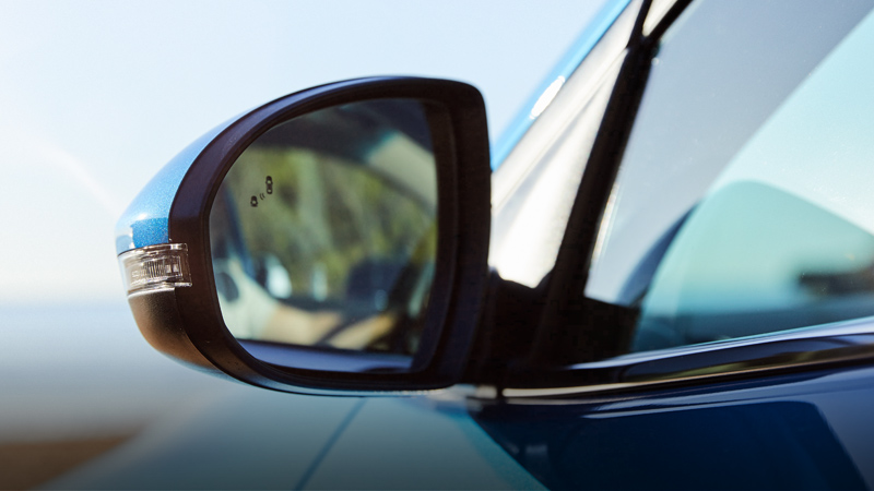 Electric folding side mirrors with heating.